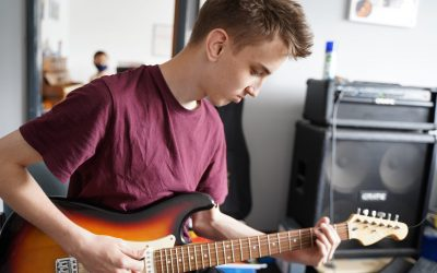 How to pick the right Guitar Tutor